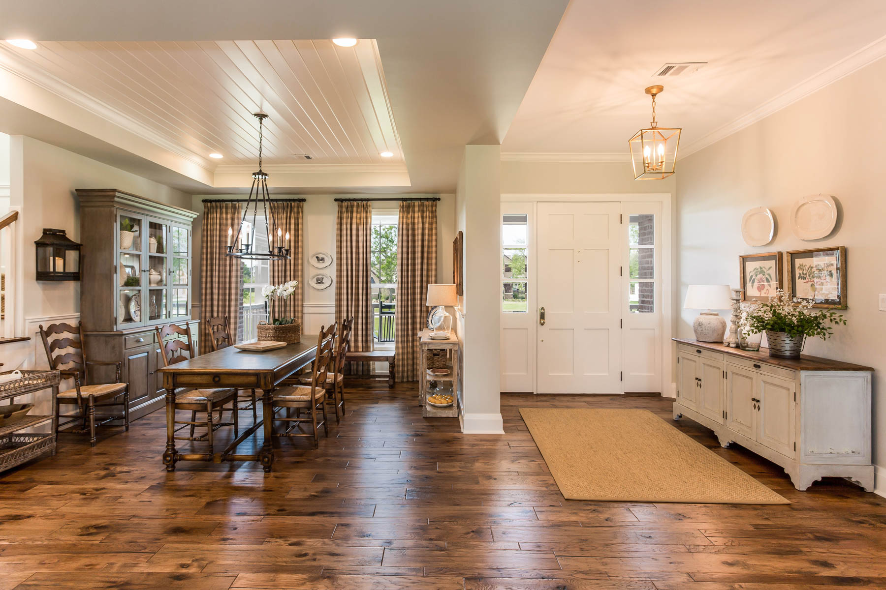 Dining Room/ Entry Way