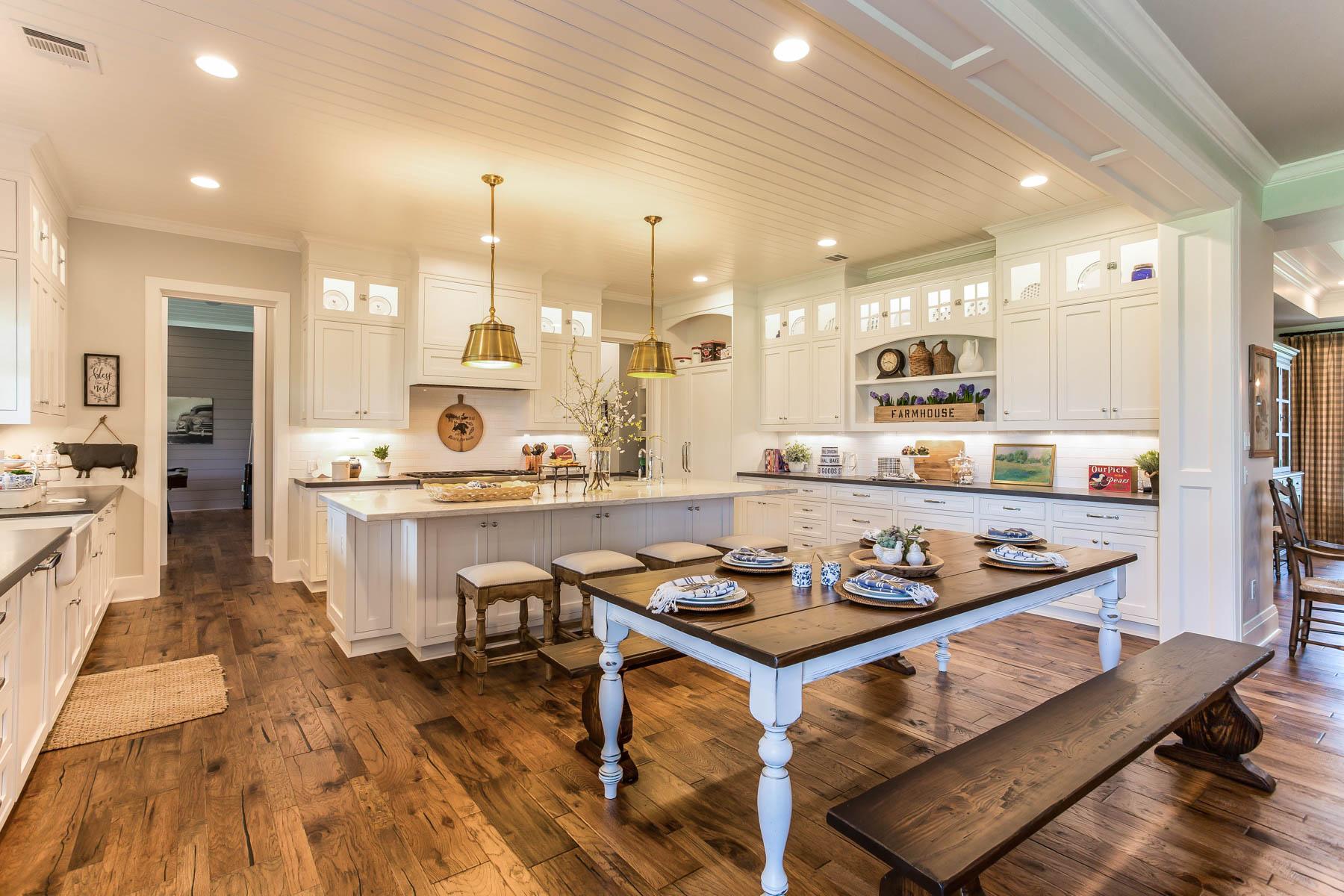 Kitchen/ Eat-in breakfast area