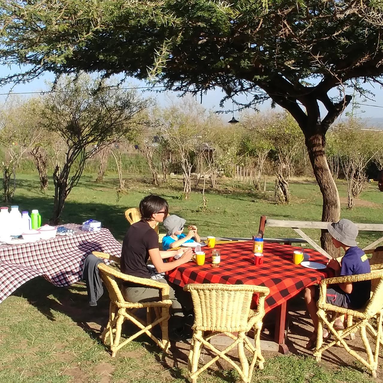 Petit déjeuner chez les Maasaïs
