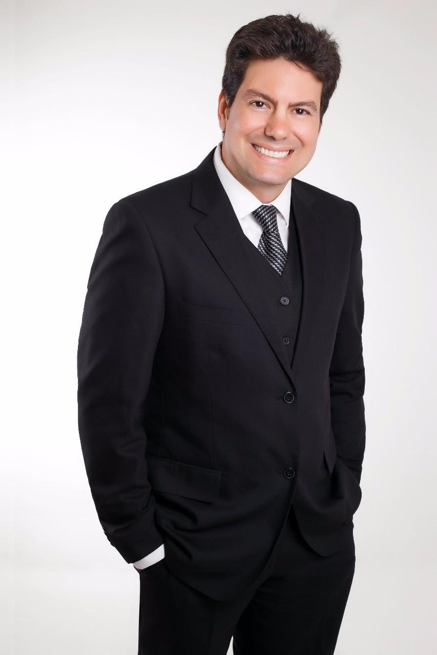 Dr. Daniel Malta - Expert em lentes de contato dentais