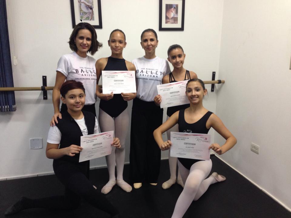 Karina Rezende e alguns alunos