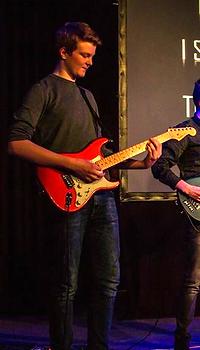 Maarten de Jon Leerling van The Guitar Master