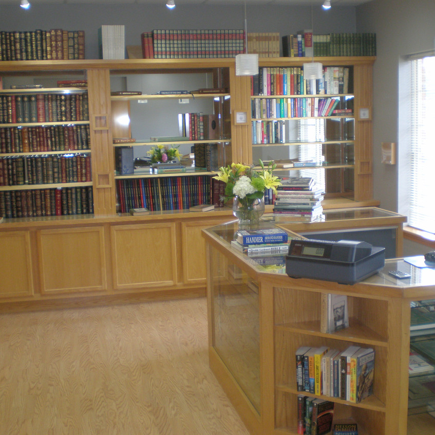 061218 2 Captains Book Store