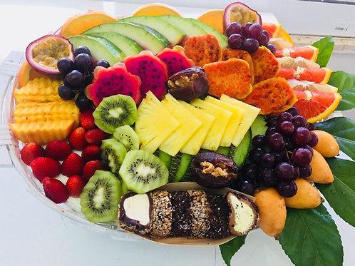 סלסלת פירות בשילוב סושי