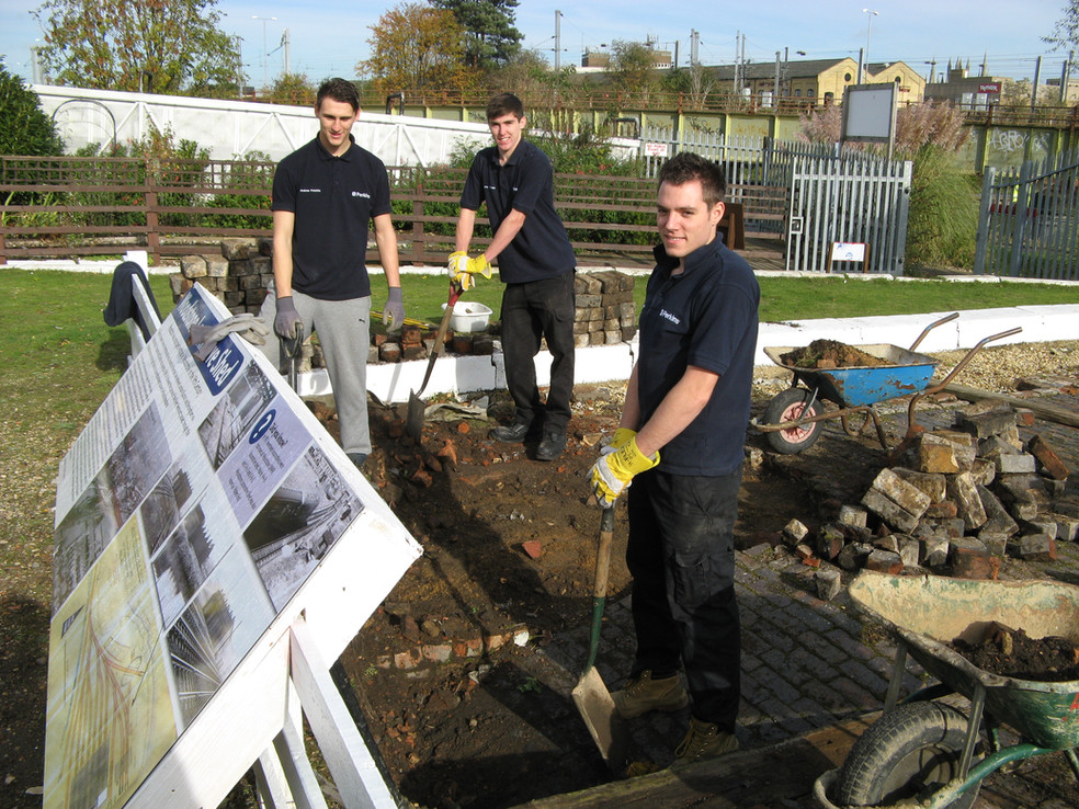 Perkins Apprentices help out ....JPG