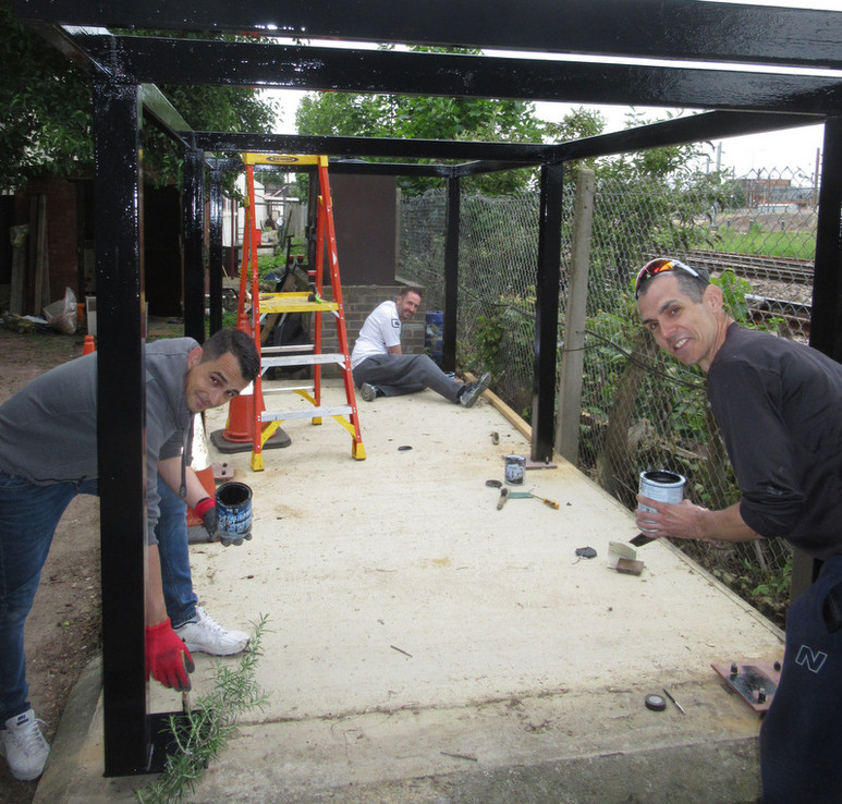 Volunteers from BGL paints up the A1 Ste