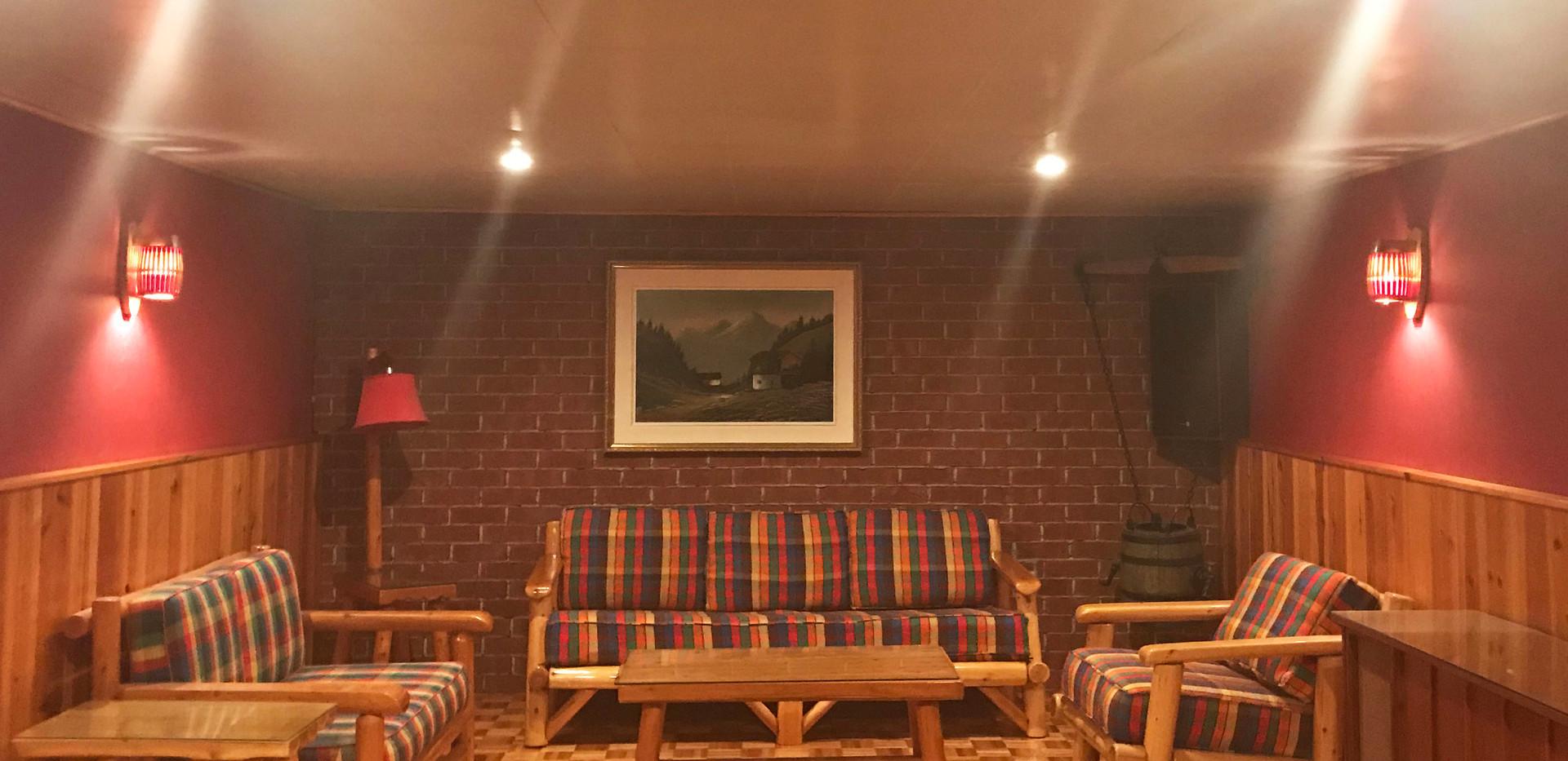salle familiale sous-sol.jpg