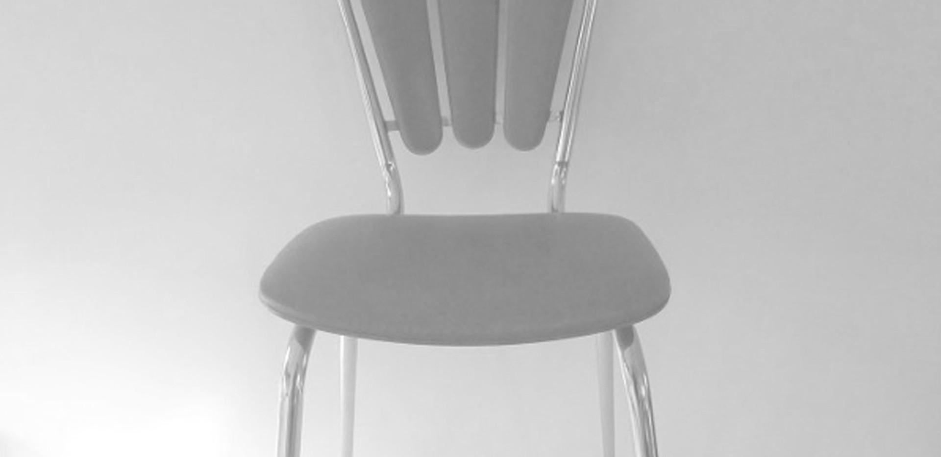 Chaise en skai Tub Menager des années 60