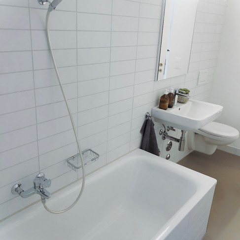 BATHROOM WITH BATHTUBE ( WITH POSSIBILITY TO SHOWER)
