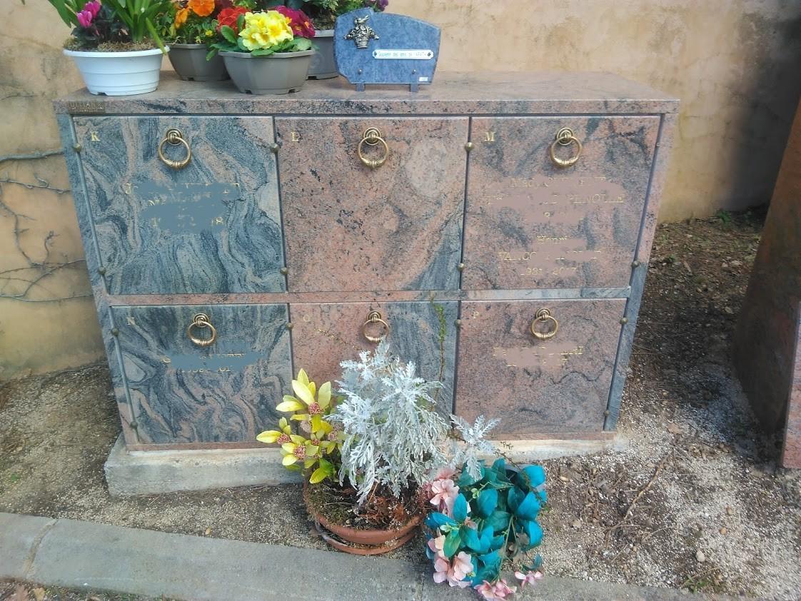 Case effet pierre béton avec porte granit