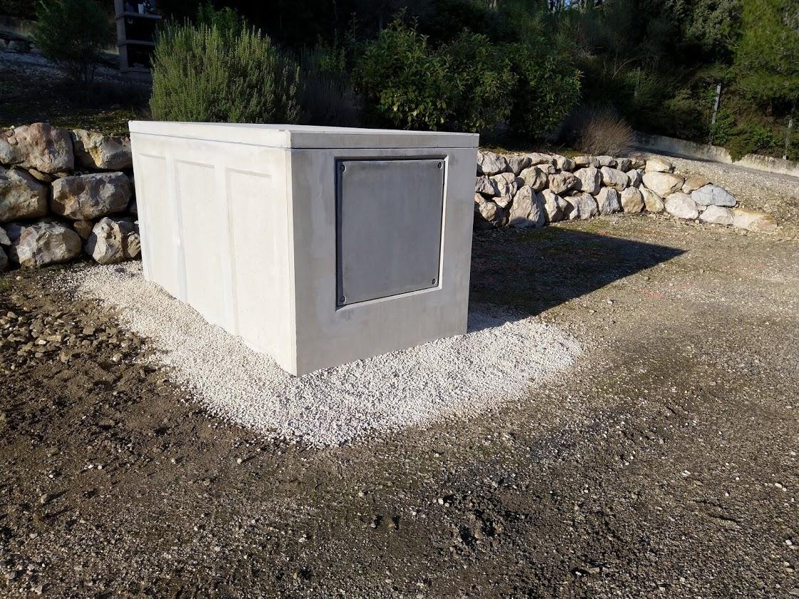 Pose d'un caveau semi enterré