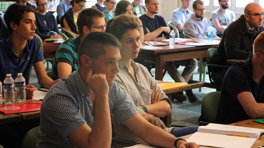 Jeunes participants étudiants et lycées à Academia Christiana