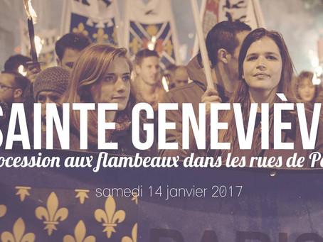 Marche aux flambeaux dans les rues de Paris en l'honneur de Sainte Geneviève