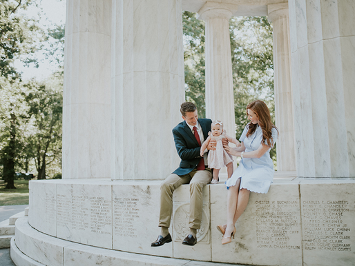 Family session in DC - Lincoln Memorial - War monument