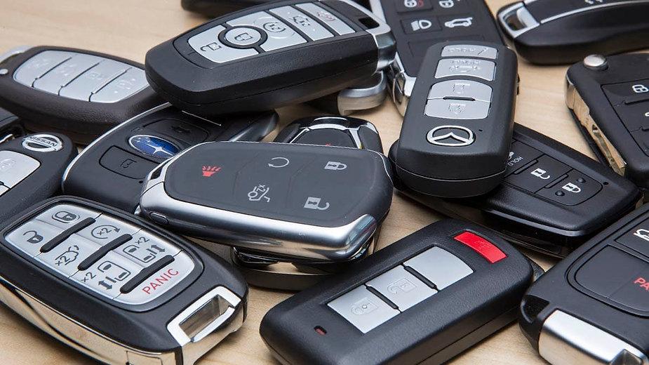CR-Cars-InlineHero-Key-Fobs-pile-5-19.jp