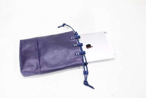 合切袋 ブルー ipad.jpg