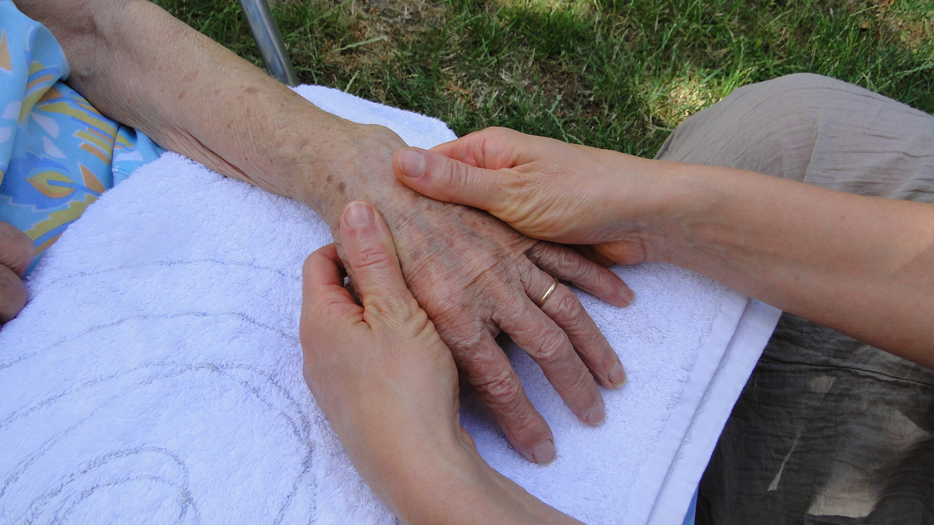 MASSAGE MAIN SENIOR AGE