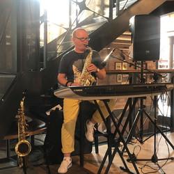 Jurek - saksofony, instr., klawiszowe, wodzirej