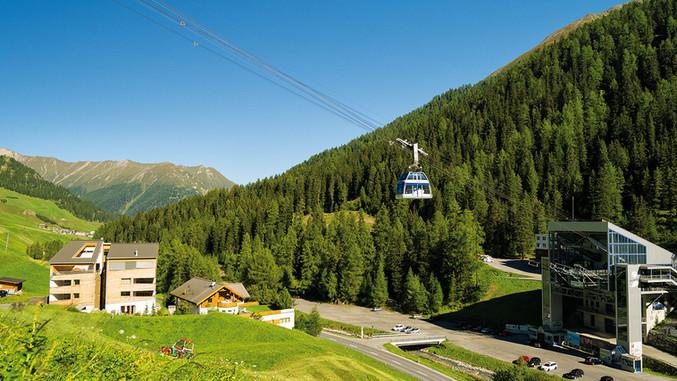 HotelPost-Region-Samnaun-im-Sommer-Bergb