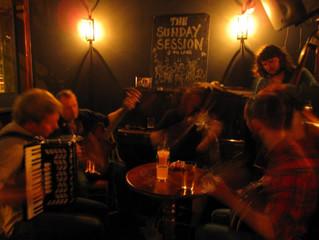 An Irish Banjo player in London