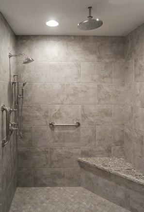 Shower with corner bench