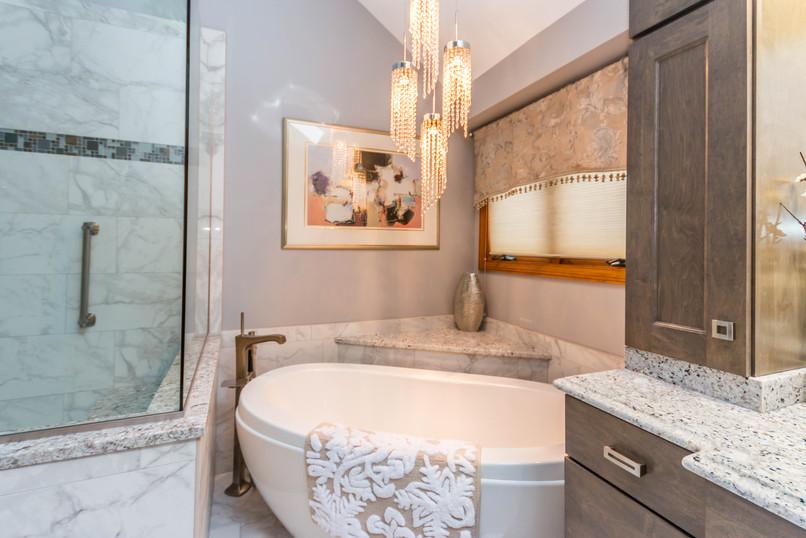Creative corner bathub in new bathroom