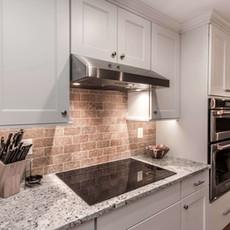 Mundelien White Kitchen Stove and Backsp
