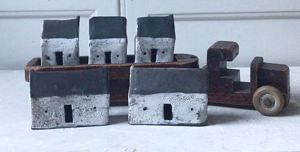 Little Raku houses