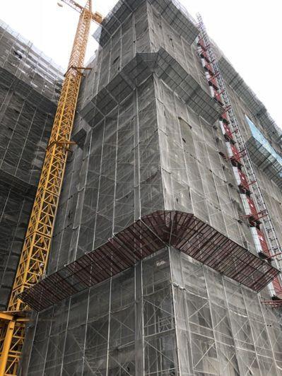 台中市北屯區建築中的大樓工地昨傳墜樓意外,陳姓工人疑因未繫安全帶,施工不慎墜樓死亡。 記者陳宏睿/攝影
