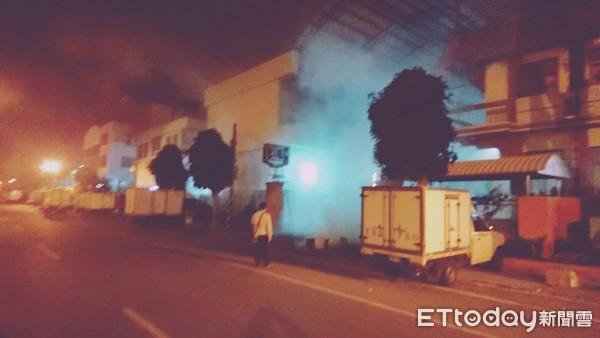 台南市安平工業區新仁路上和興冷凍工廠,3月6日深夜11時37分驚傳氨氣大量外洩。(圖/記者林悅翻攝)
