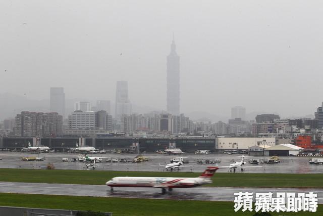今受中國甘肅、內蒙一帶沙塵暴抵台影響,台灣西半部污染物濃度偏高。黃世宏攝