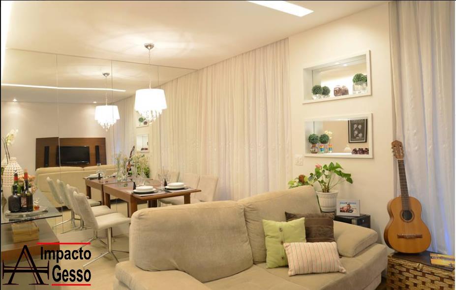 Sala-Clean-decorada-Nichos-em-gesso-com-iluminação-Teto-Rebaixado-Impacto Gesso-Jundiaí