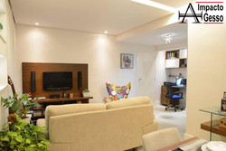 Sala-Clean-decorada-iluminação-alto-padrão-Teto-Rebaixado-Impacto Gesso-Jundiaí