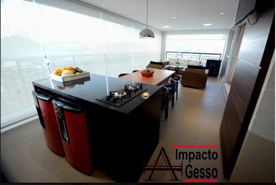 Espaço-gourmet-decorado-com-rebaixo-de-teto-em-gesso-e-projeto-de-iluminação-Impacto-gesso-Jundiaí