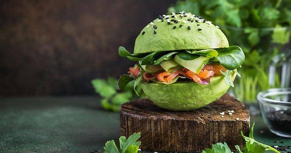 BURGER VEGGIE - Pain, salade, tomate, avocat, crème de poivrons, ciboulette