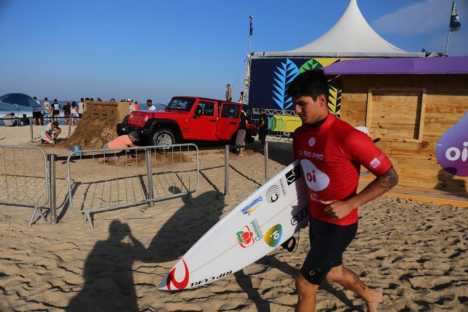 Gabriel Medina passou para a etapa seguinte do mundial de surf   foto: divulgação