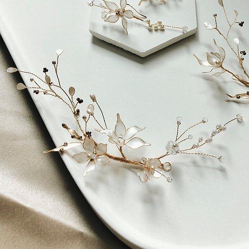 Jean's Creation-純白五瓣花配黑白珠髮飾(需兩星期製作)