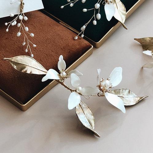 伊莉莎白-三瓣白花金葉髮飾(需兩星期製作)