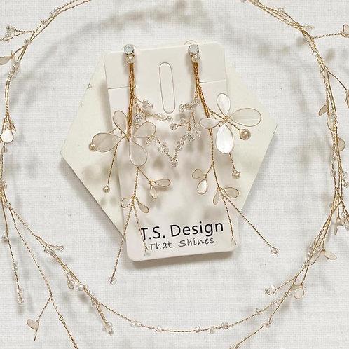珍珠白蝴蝶長耳環(針/夾)(需兩星期製作)