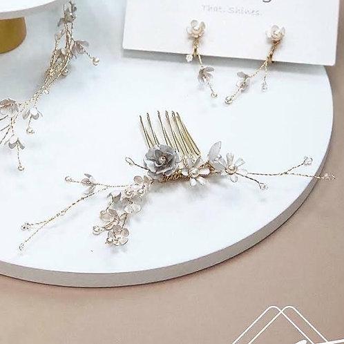 夏綠蒂花園-白色小花配珍珠髮叉 (需兩星期製作)
