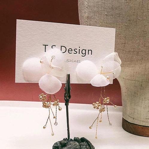 夢幻白紗-白紗花瓣耳環 (只有耳夾)(需兩星期製作)