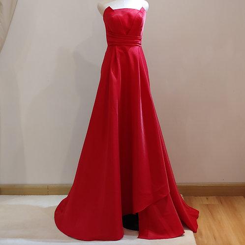 C002 - 紅色平胸前開叉晚裝