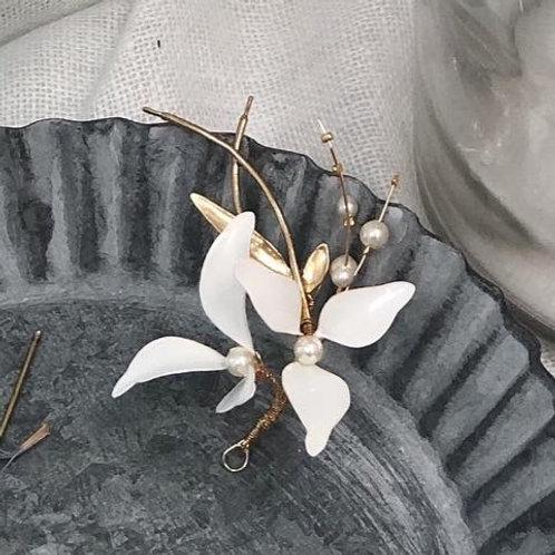 伊莉莎白(古典)-三瓣白花髮飾(需兩星期製作)