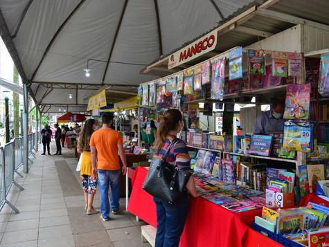 Mais de 1,7 mil livros vendidos em dois dias de Feira