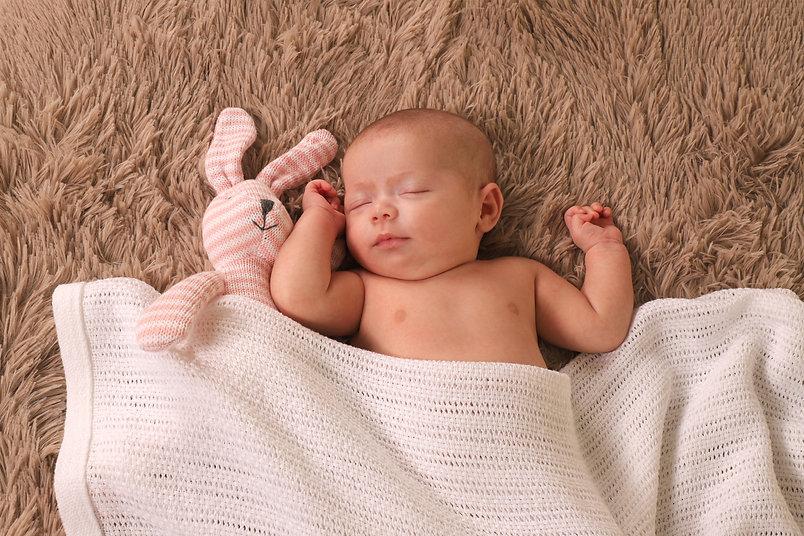 Bebé a dormir confortavel
