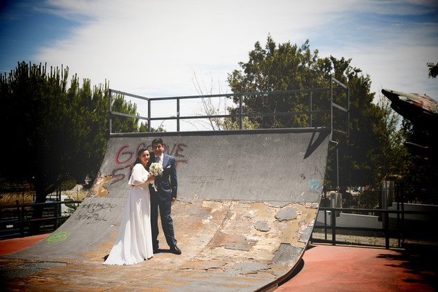 Casal de noivos radical