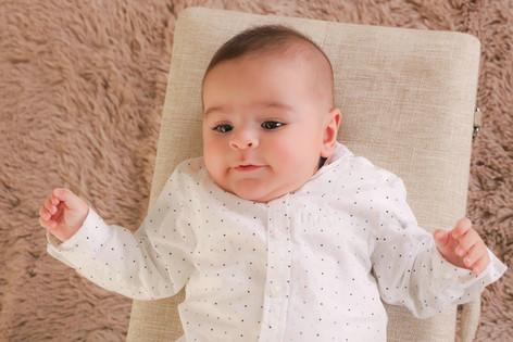 Bebé em estúdio fotográfico Fotalmada