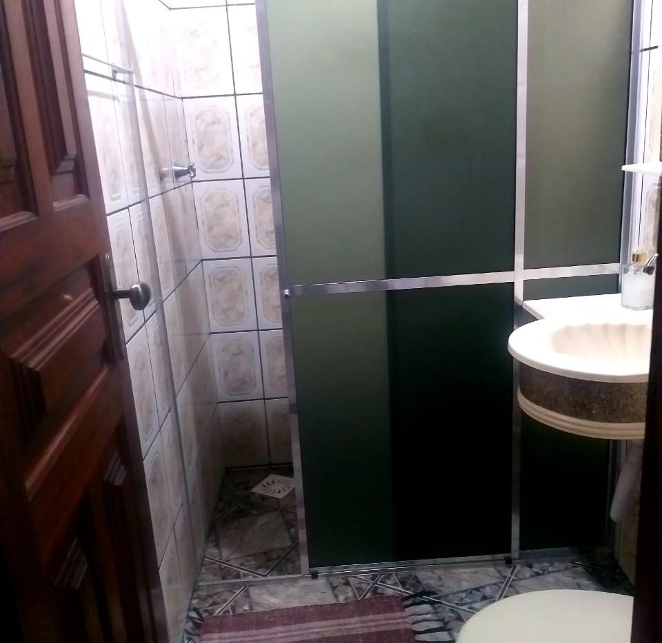 Suíte quádrupla com beliche banheiro
