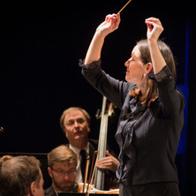 Christine Howlett, conducting at Bardavo