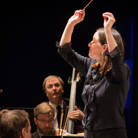Christine Howlett, conducting at Bardavo